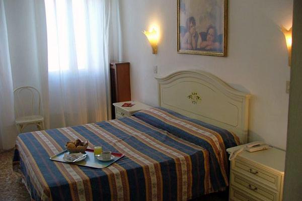 фотографии отеля Hotel Airone изображение №19