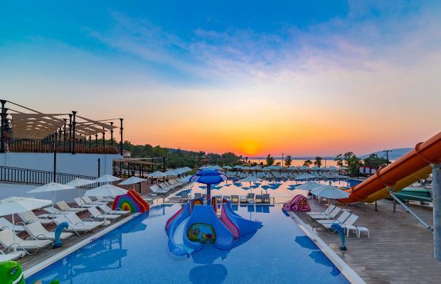 фотографии отеля Ramada Resort Akbuk изображение №7